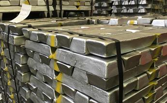 intérieur d'une usine de production d'aluminium